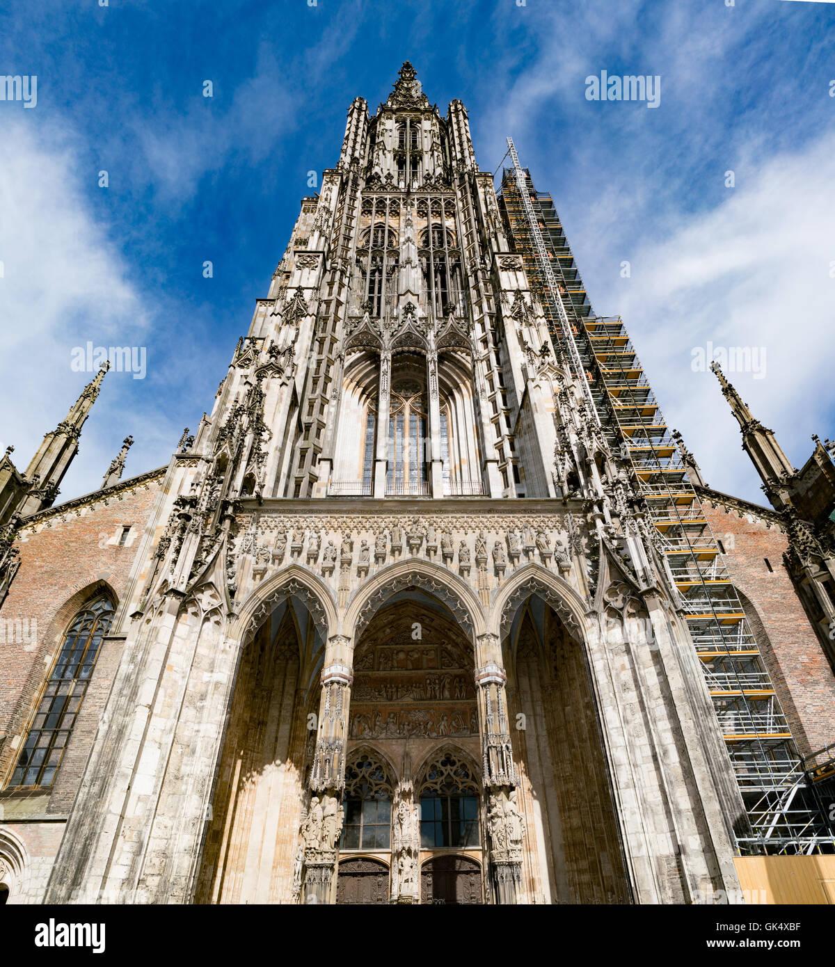 Ulm Minster (tedesco: Ulmer Münster) è una chiesa luterana si trova a Ulm in Germania. Foto Stock