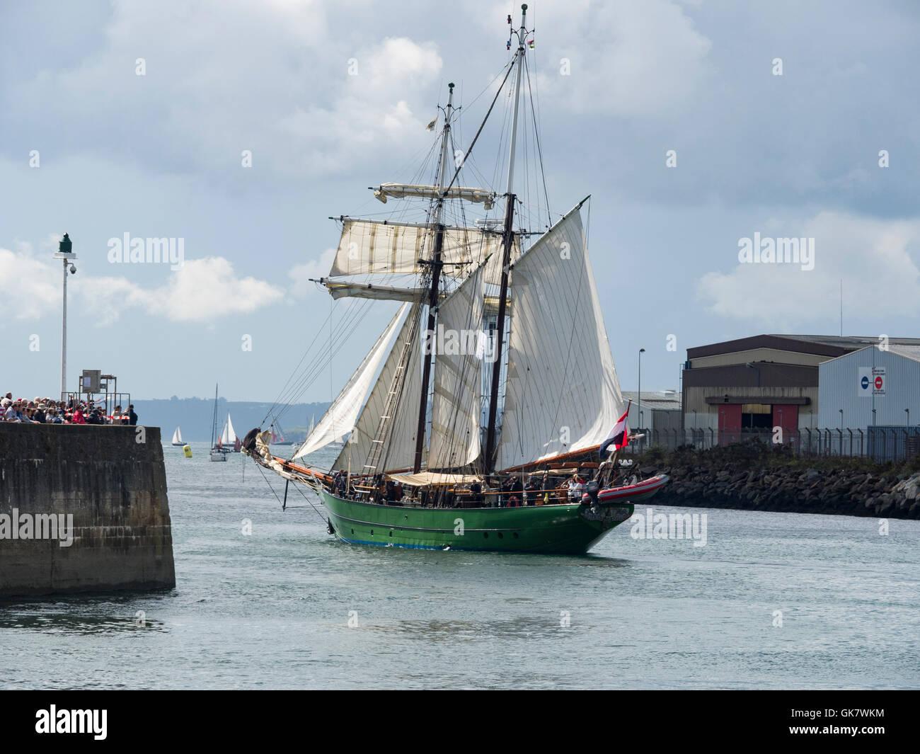 L' Avatar, pieno di vele, vela in La Penfeld, durante il Brest's International Maritime Festival 2016. Immagini Stock
