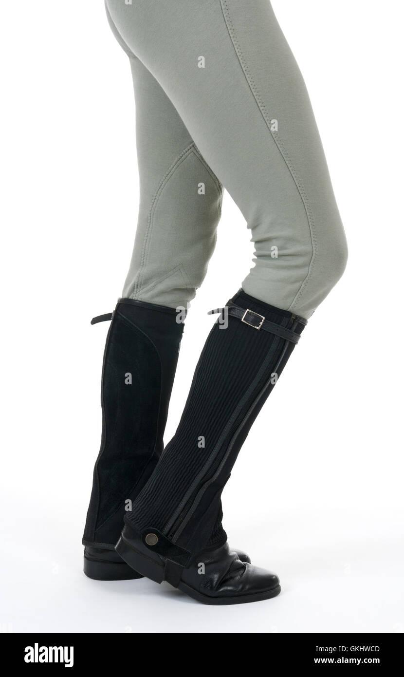 Donna che indossa equitazione stivali e pantaloni Foto