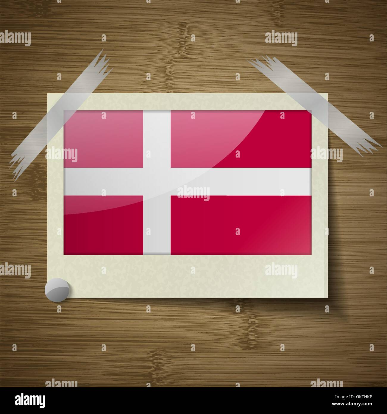 Bandiera della Danimarca al telaio su texture di legno. Vettore Illustrazione Vettoriale