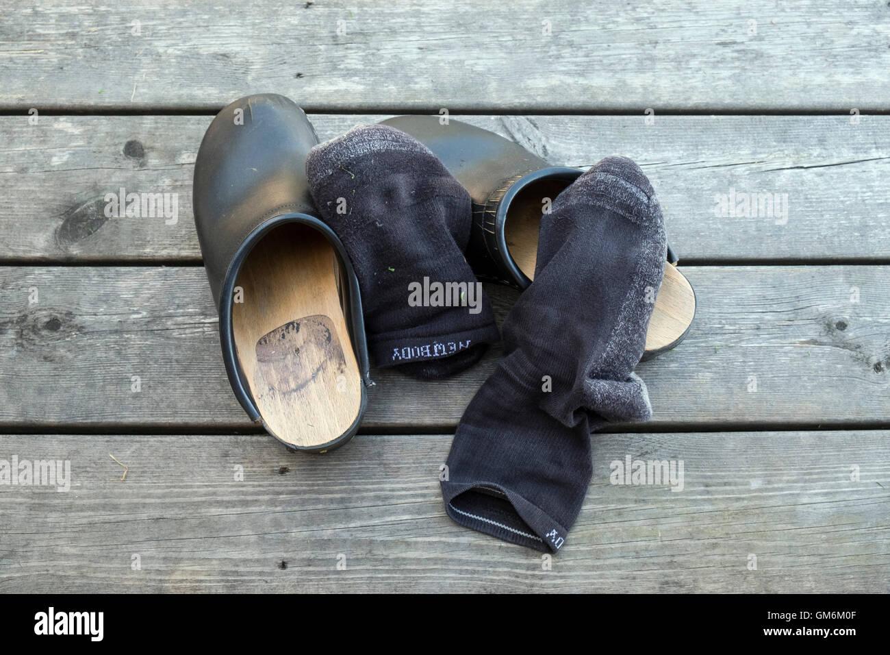 Zoccoli e calzini Immagini Stock