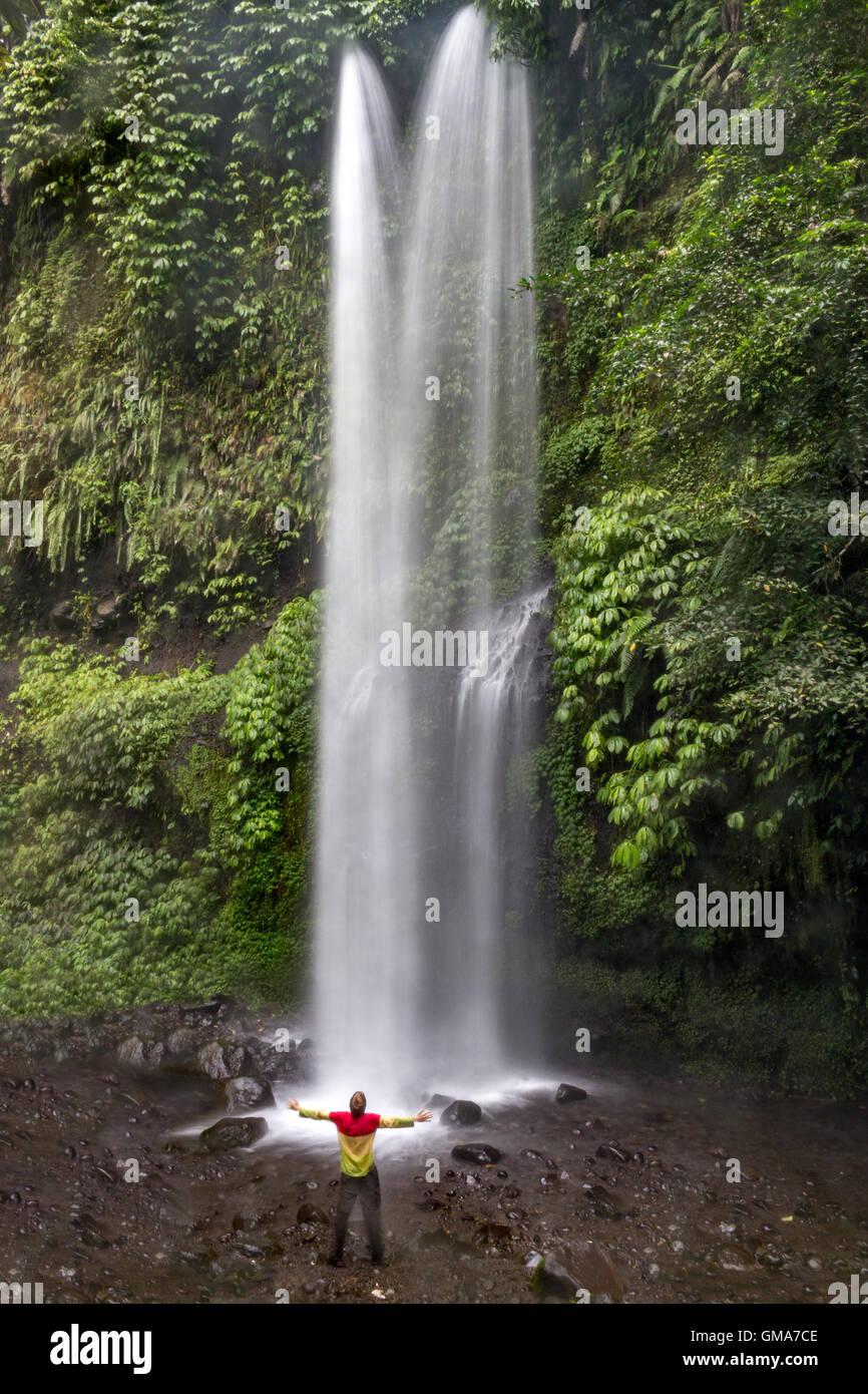 Una lunga esposizione di Tiu Kelep cascata vicino al Rinjani di montagna, Lombok Immagini Stock