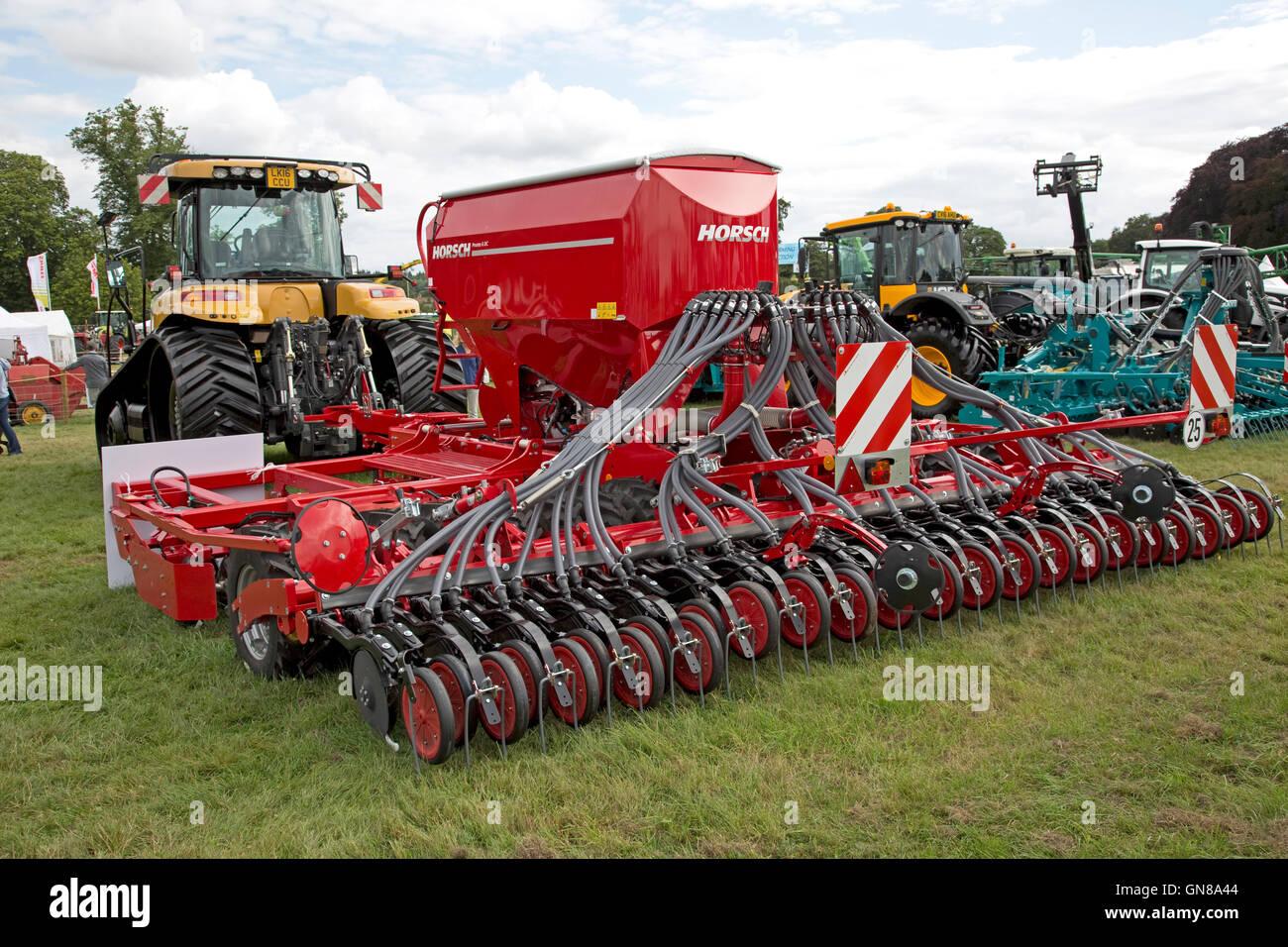 Red Horsch Pronto 6 DC in un coltivatore praticare sul display a Countryfile Live Blenheim REGNO UNITO Foto Stock