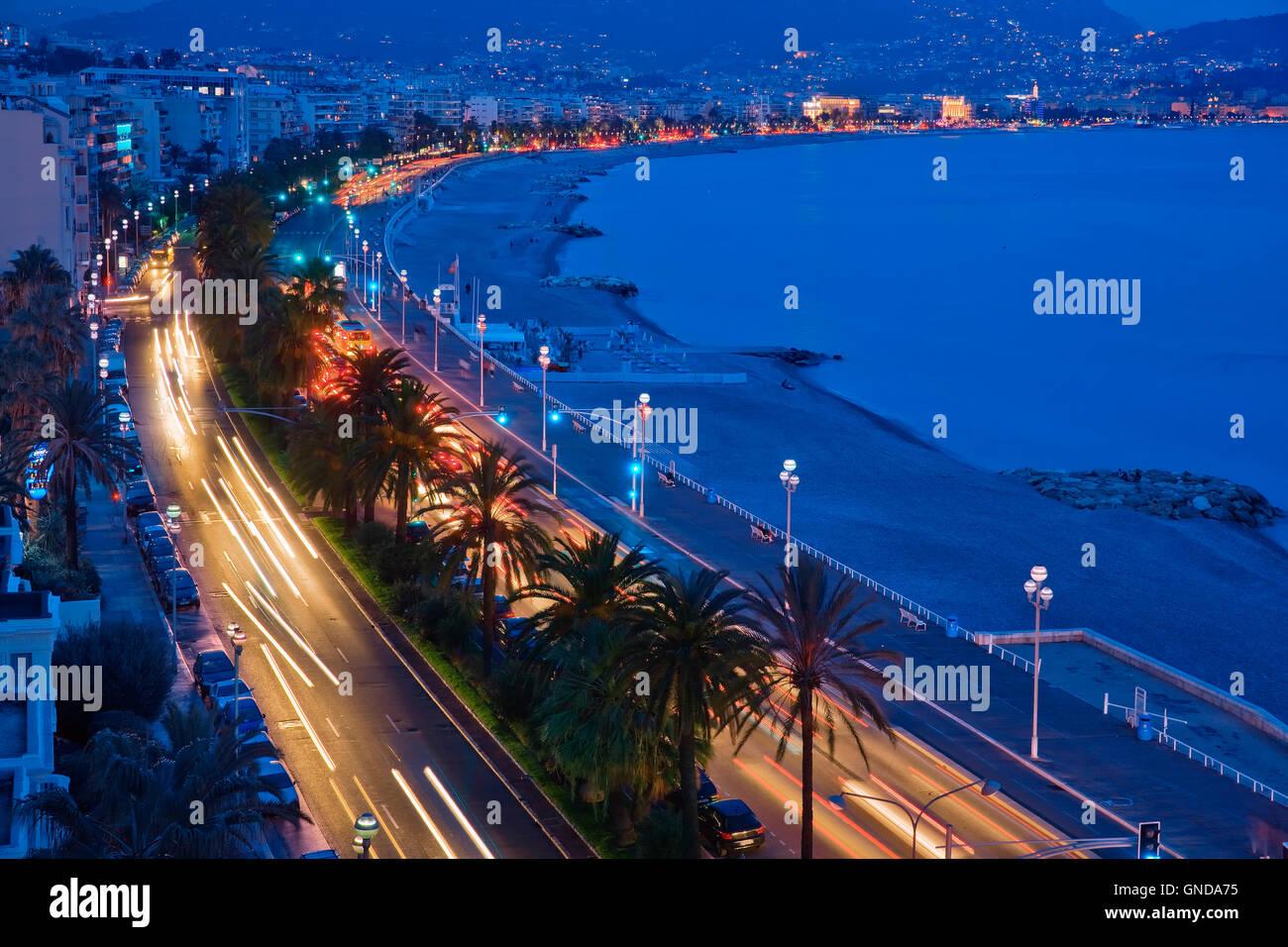 La Promenade des Anglais di notte a Nizza, Francia Immagini Stock