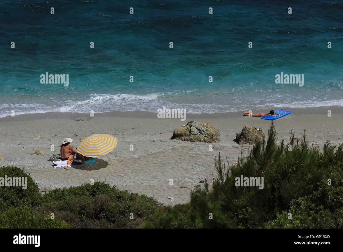 Mourtitsa beach, vicino al villaggio di Xinovrisi e Argalasti, Sud Pelion, Grecia Immagini Stock