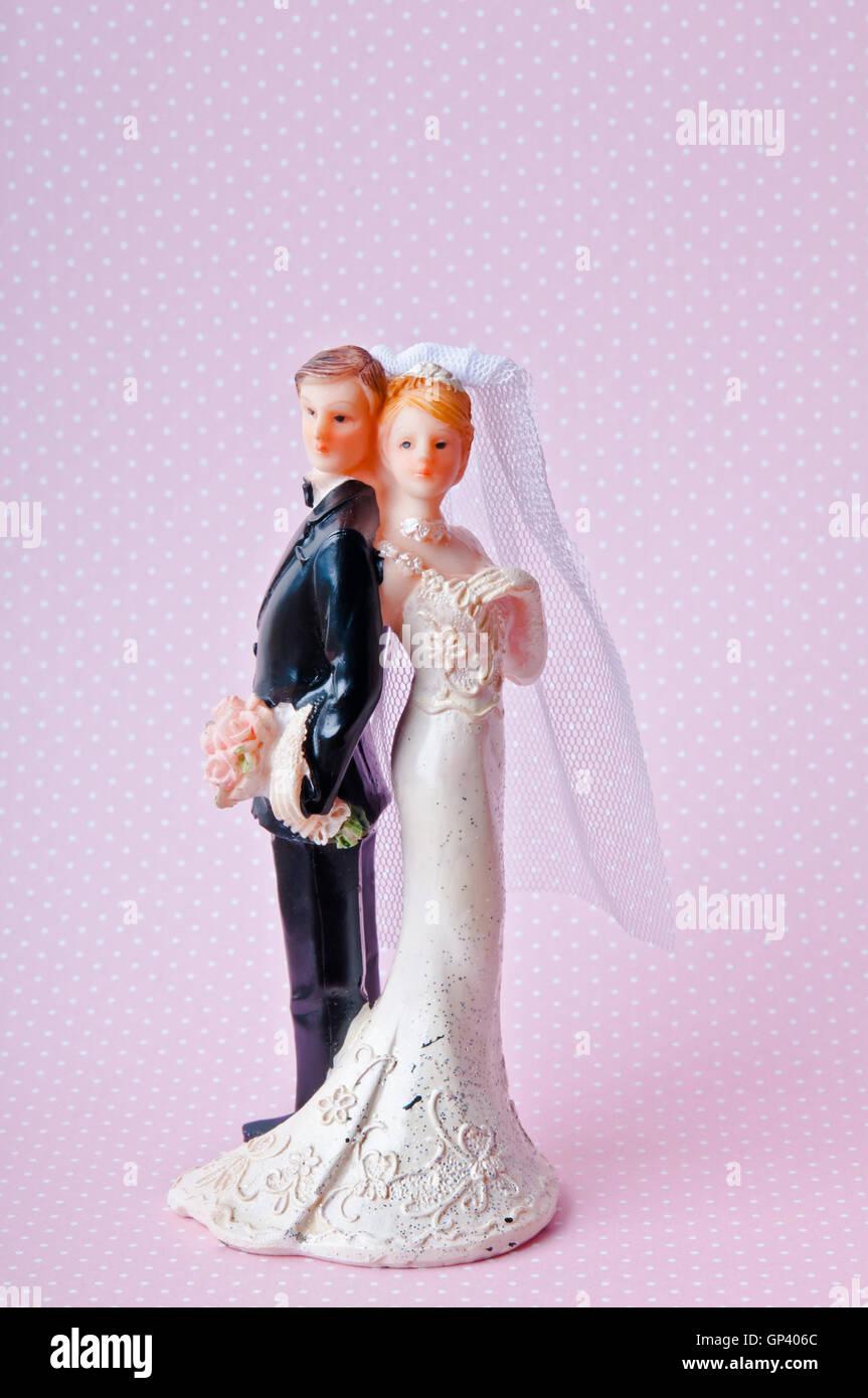 Gli eterosessuali sposa e lo sposo cake topper Immagini Stock