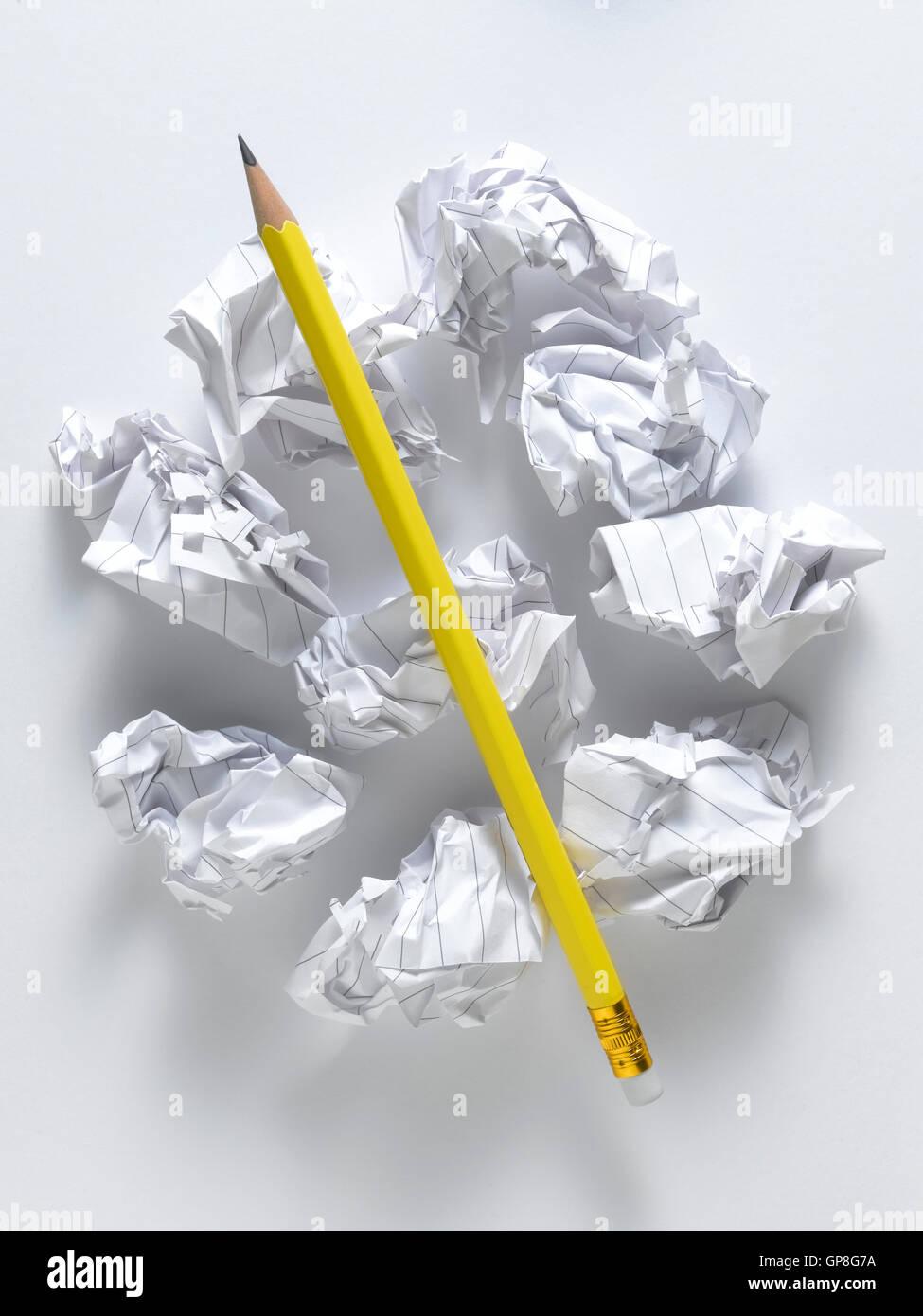 Matita gialla isolato su uno sfondo bianco Immagini Stock