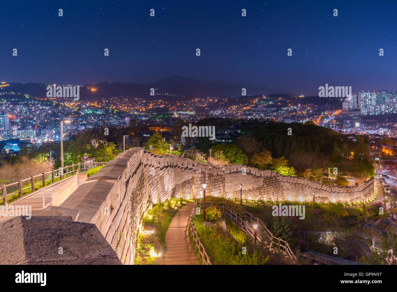 Seul di notte, la Corea del Sud lo skyline della citta'. Immagini Stock