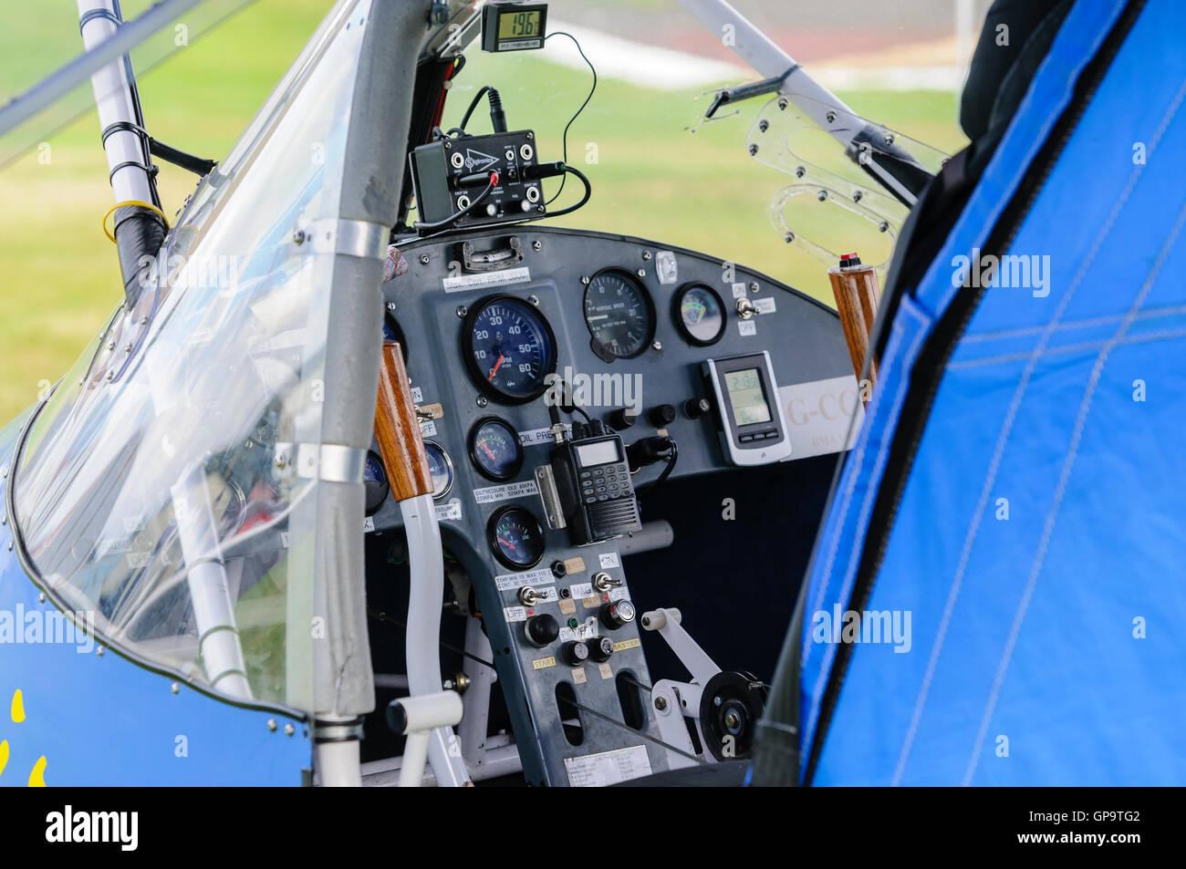Il cockpit di un propulsore T600N Sprint velivoli ultraleggeri Foto Stock