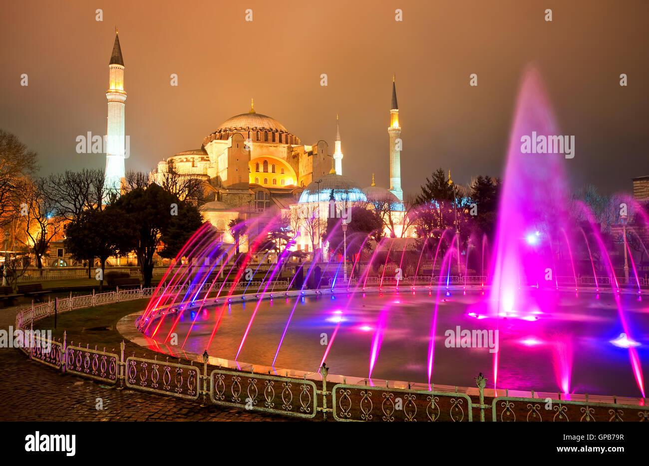 Hagia Sophia è stato costruito come cattedrale cristiana, servita come moschea imperiale e ora è un famoso Immagini Stock