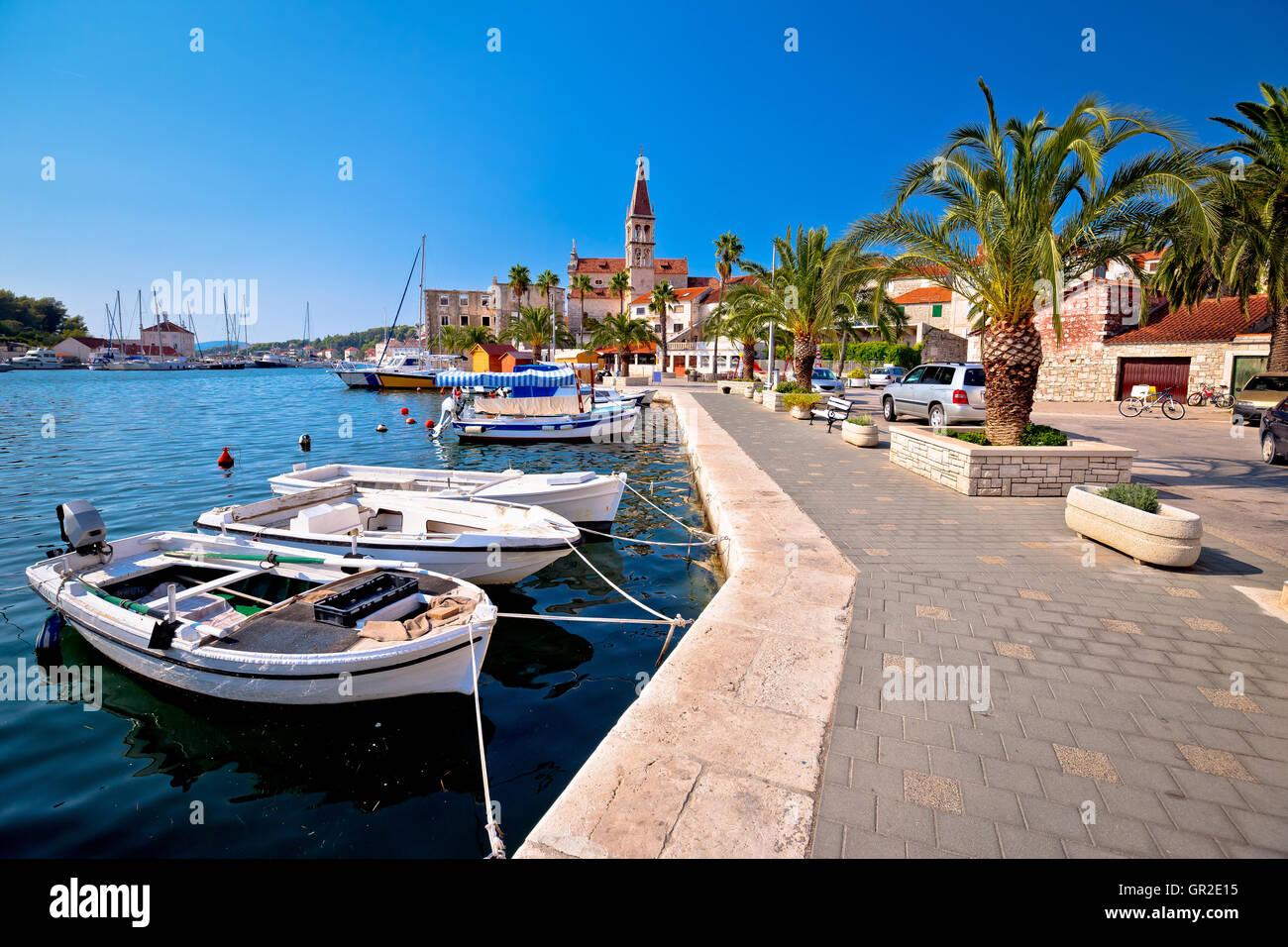 Città di Milna sul isola di Brac waterfront view, Dalmazia, Croazia Immagini Stock
