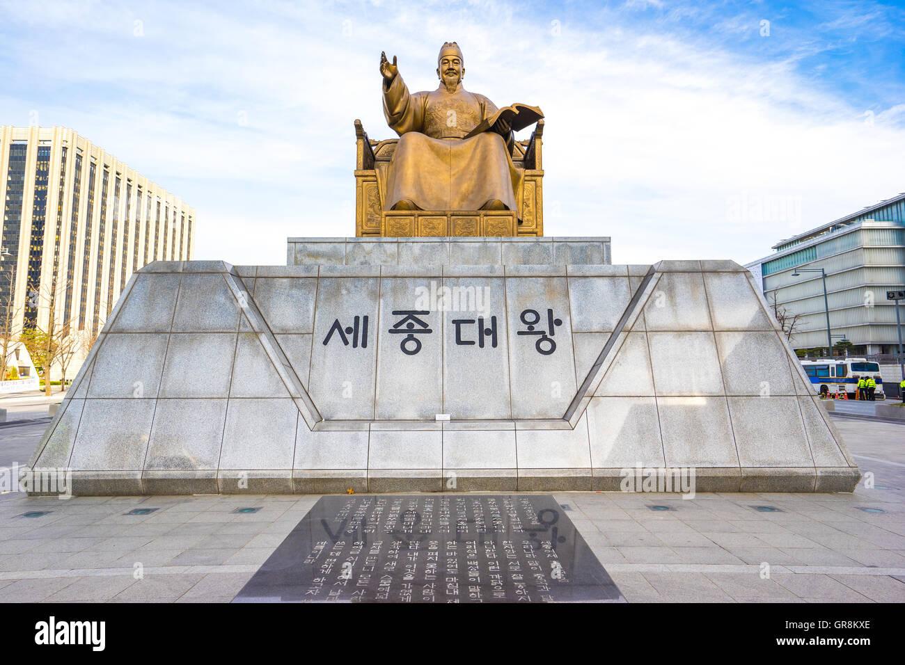 Statua di Sejong il grande re a Gwanghwamun Plaza a Seul, in Corea del Sud. Immagini Stock