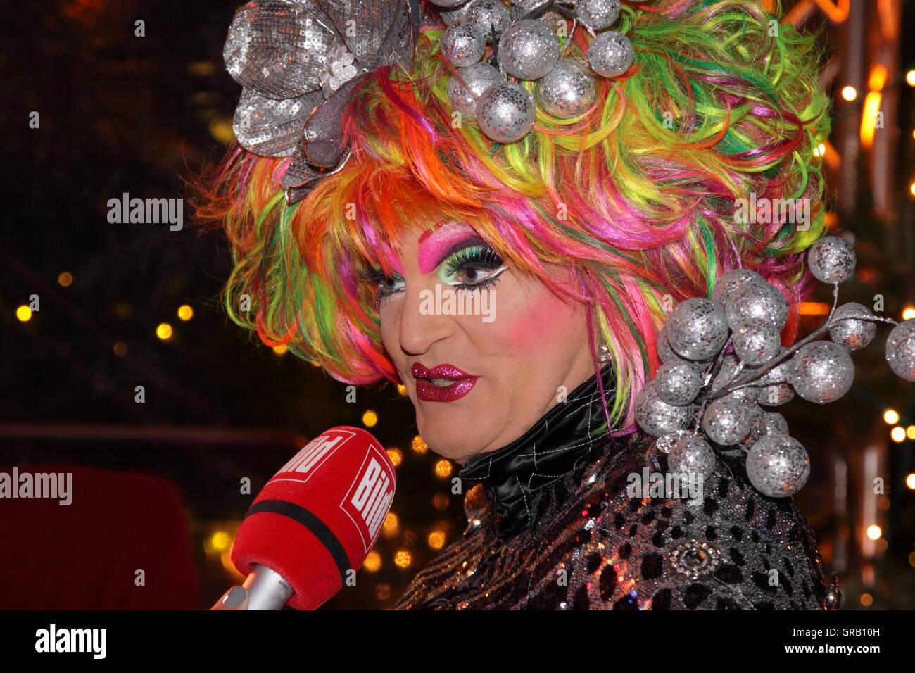 Olivia Jones in apertura di Santa Pauli, Hamburgs più cool del Mercato di Natale Immagini Stock