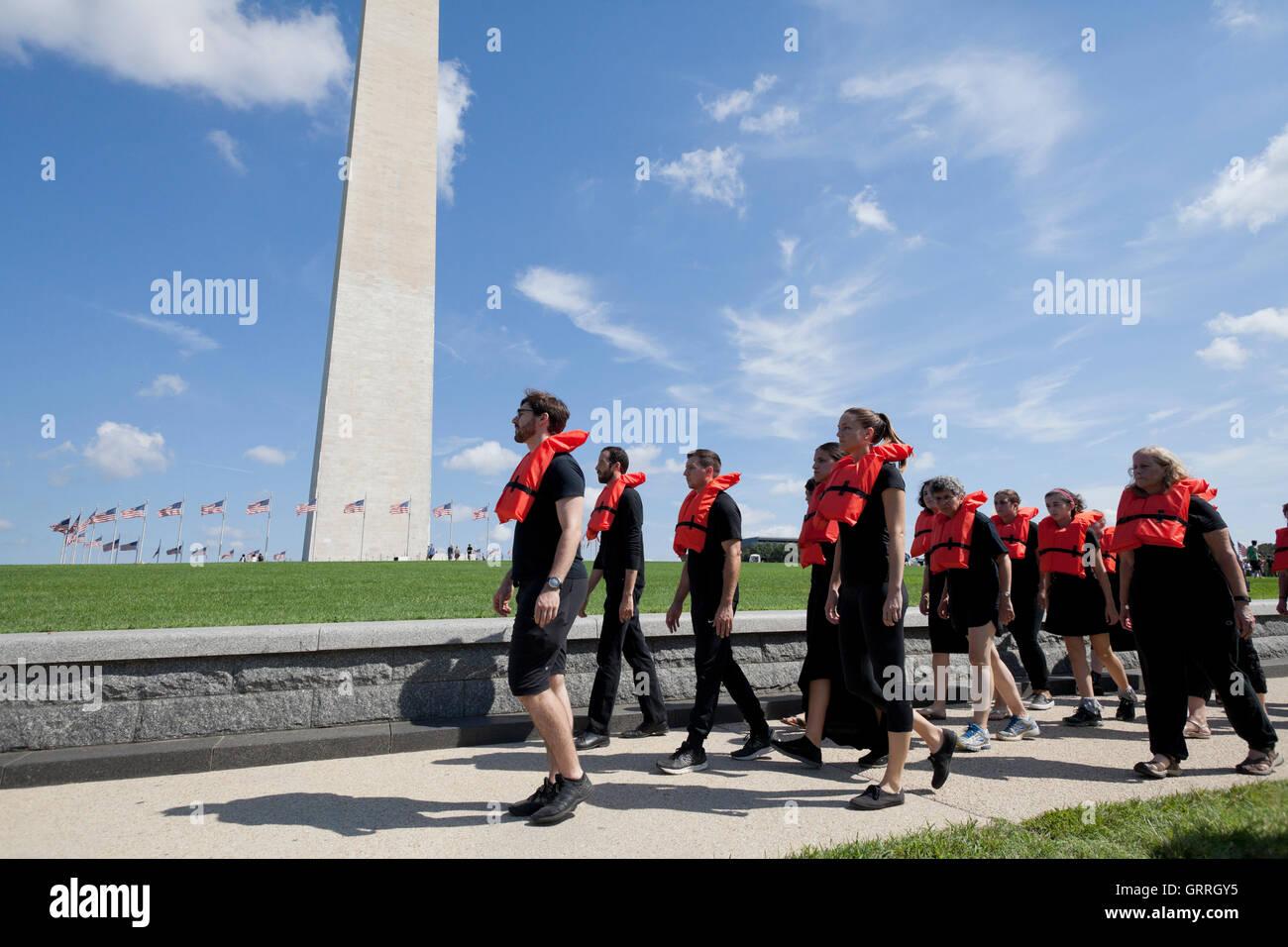Segno di protesta da DCRally4rifugiati partecipanti - Washington DC, Stati Uniti d'America Immagini Stock