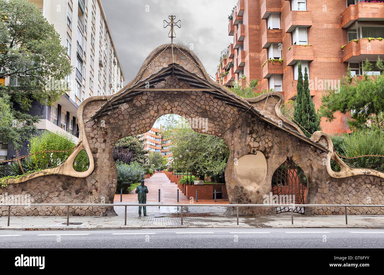 Miralles Gate (Finca Miralles) sul Passeig Manuel Girona - una delle opere  architettoniche di Gaudì a Barcellona Foto stock - Alamy