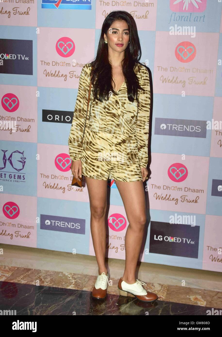 Attore di Bollywood Pooja Hegde durante il celebrity stylist, Tanya Ghavri's Dhoom Dhaam Wedding Trunk Show, Immagini Stock