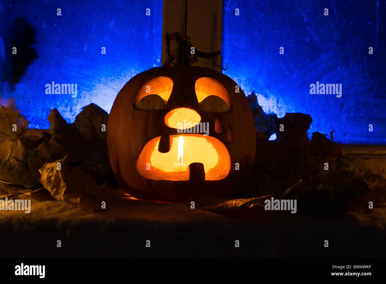 Foto per una vacanza halloween il pianto la zucca contro una