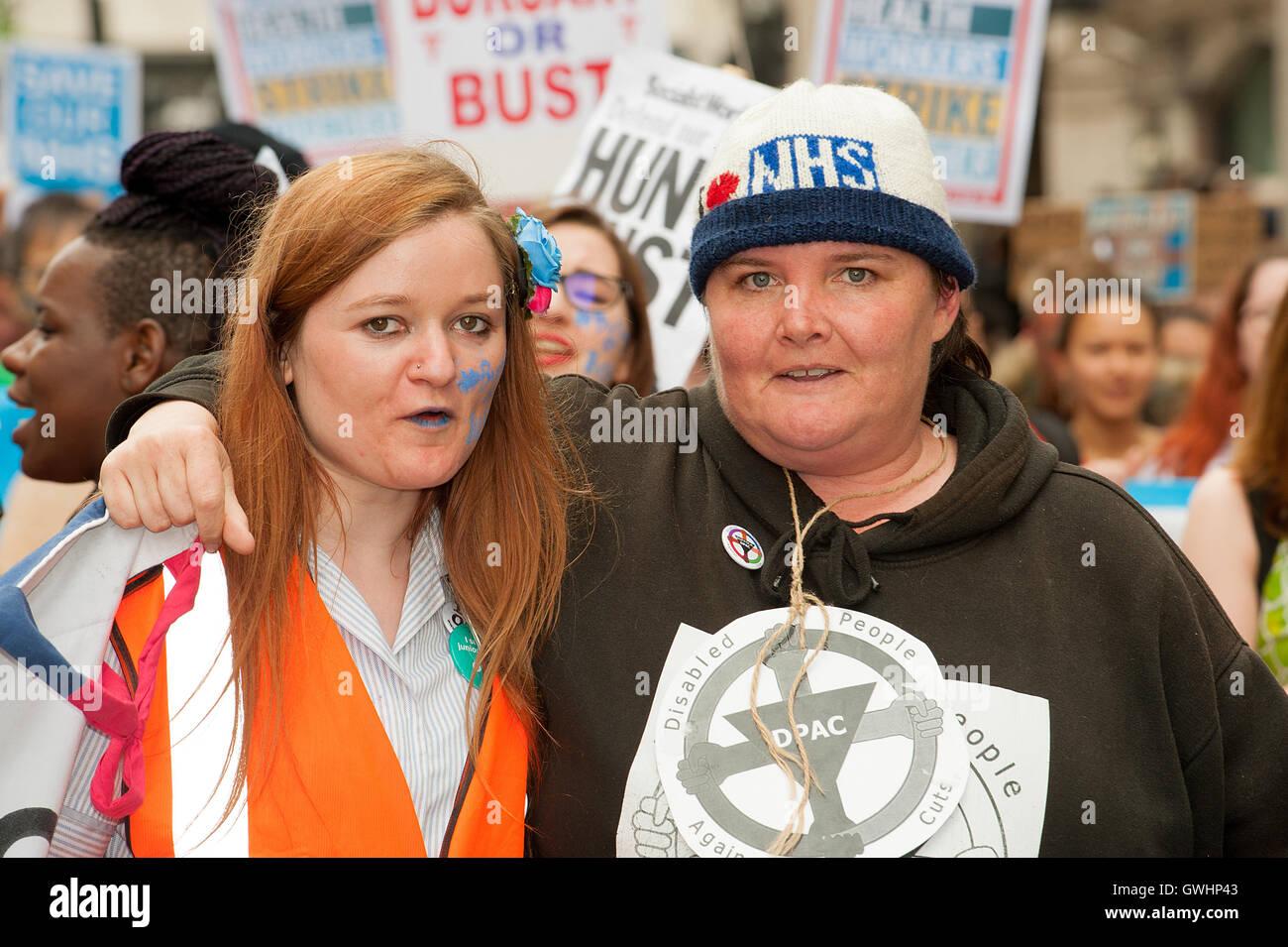 Marcia di protesta da parte di operatori sanitari a Londra per protestare contro i piani del governo di ax il NHS Immagini Stock
