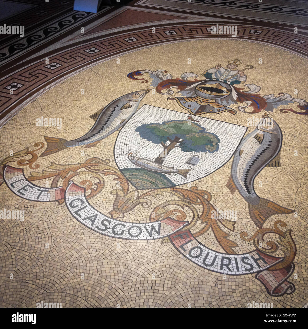 Stemma di Glasgow, pavimentazione in mosaico in City Chambers, a Glasgow in Scozia. Immagini Stock