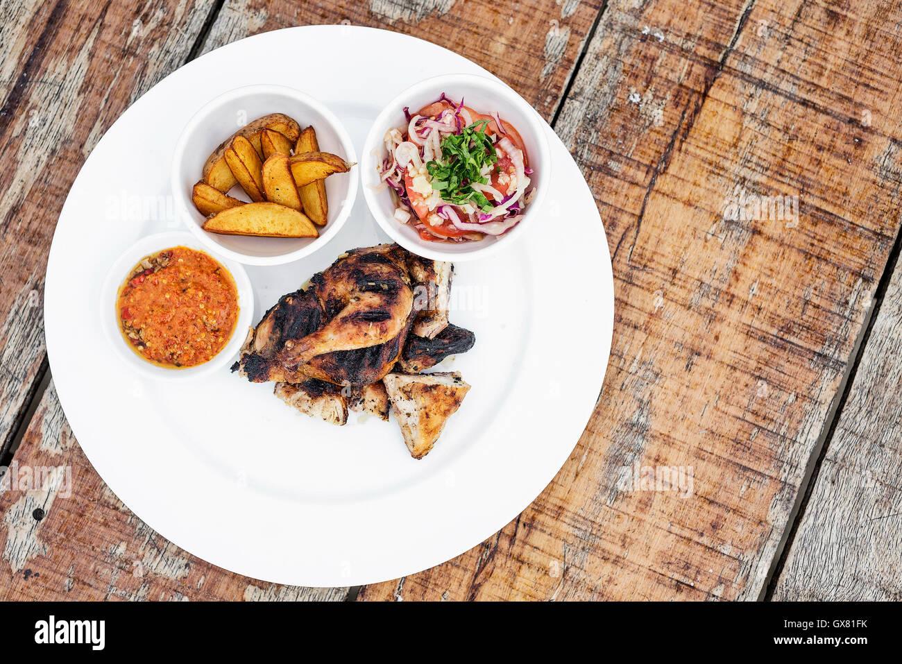 Piri Piri portoghese di pollo arrosto con african jindungo salsa piccante pasto Immagini Stock