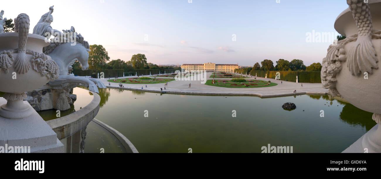 Un panorama del Palazzo di Schönbrunn a Vienna, in Austria Immagini Stock