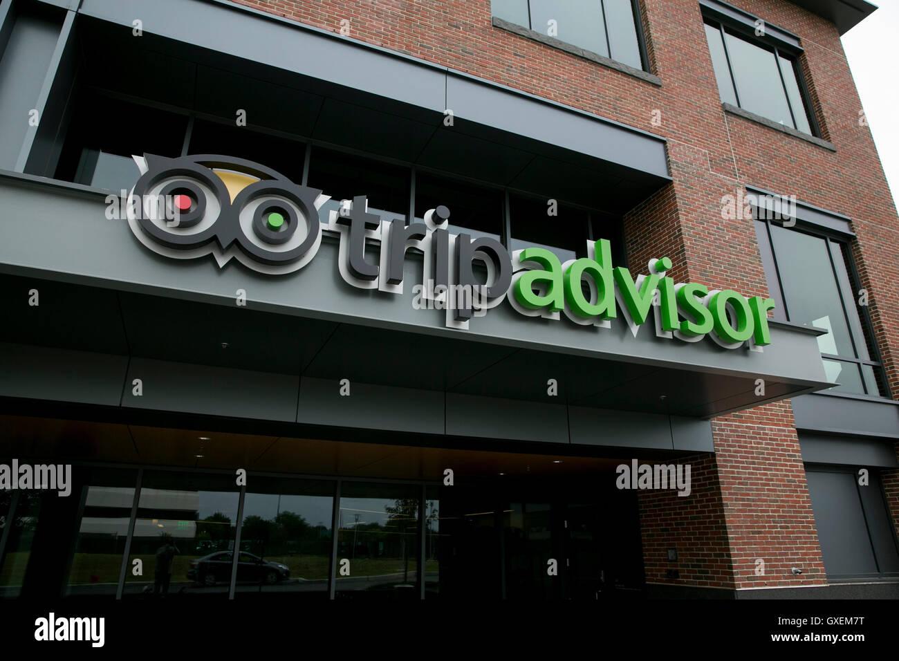 Un logo segno al di fuori della sede di TripAdvisor, Inc. di Needham, Massachusetts, il 13 agosto 2016. Immagini Stock