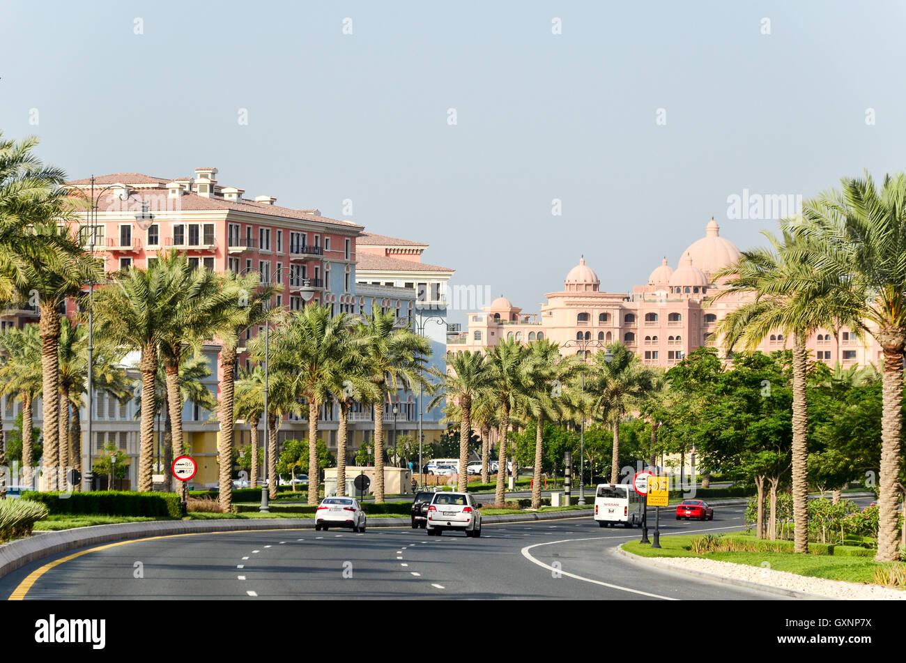 La costruzione di nuove strade e autostrade in Qatar nel Medio Oriente Immagini Stock