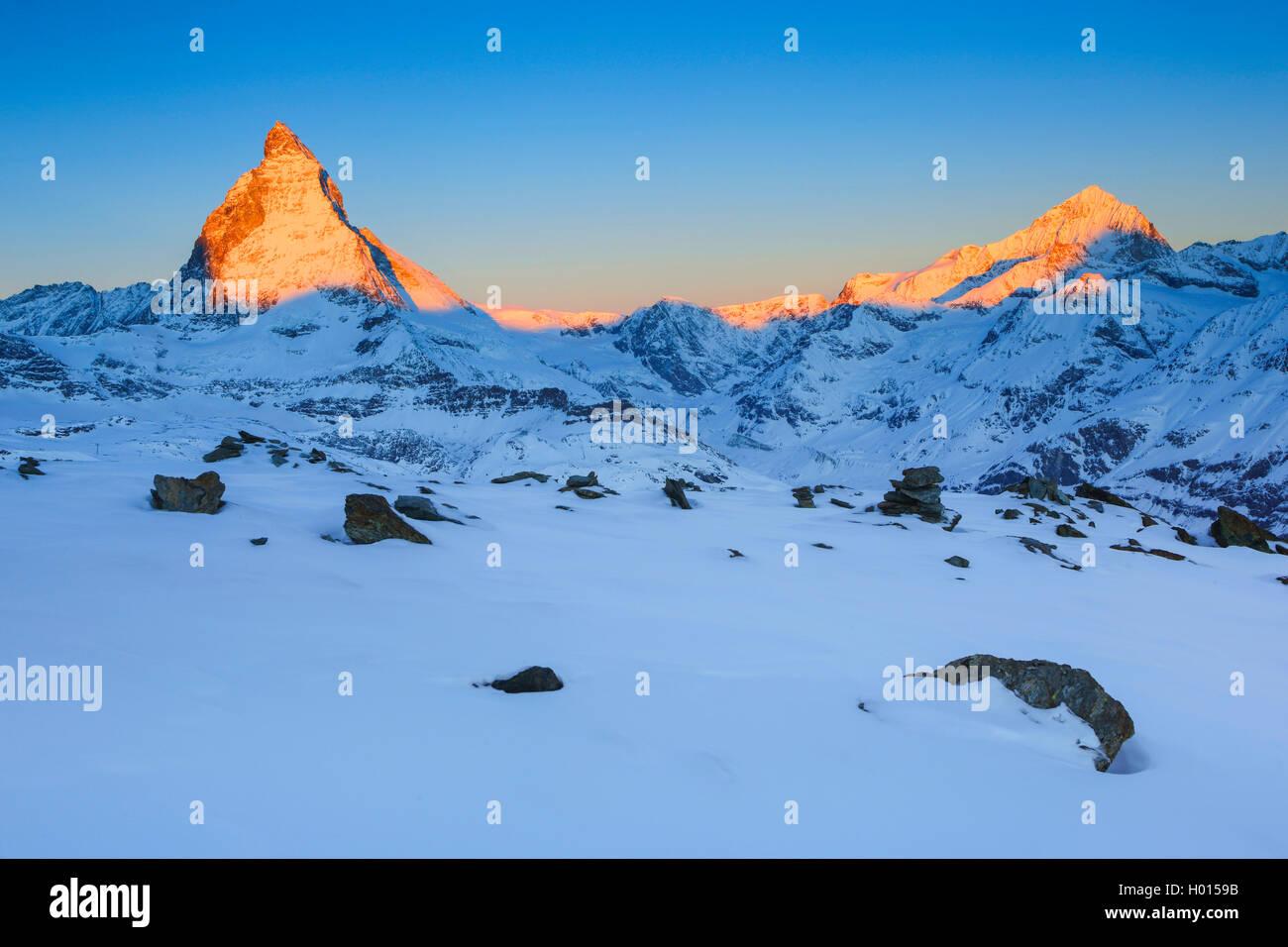 Cervino - 4478 m, Dent Blanche - 4357m, Schweiz, Wallis   Cervino - 4478 m, Dent Blanche - 4357m, Svizzera Vallese Immagini Stock