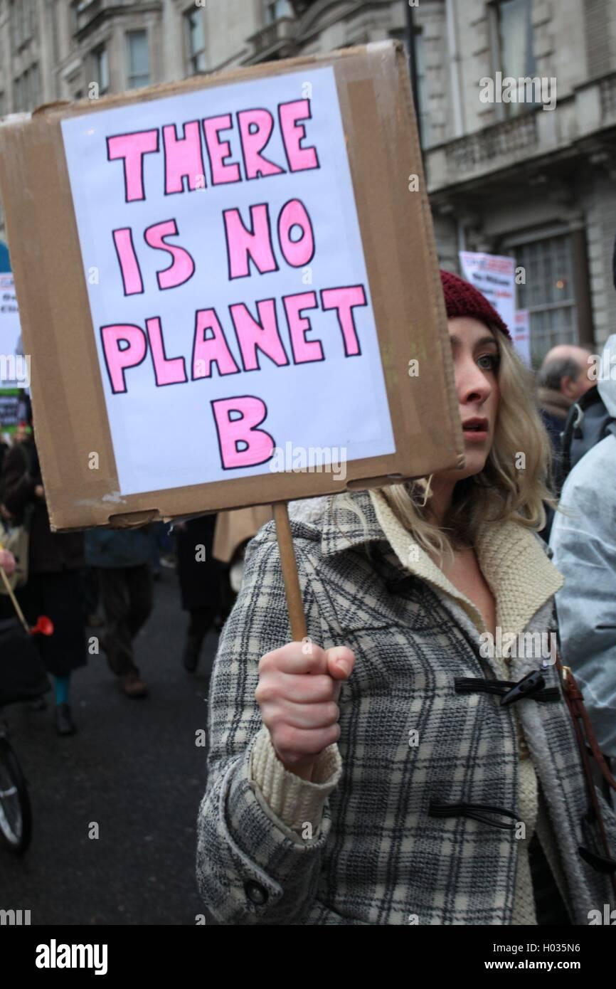 Protester a zero emissioni di carbonio la Gran Bretagna Marzo - manifestazione contro il riscaldamento globale, Immagini Stock