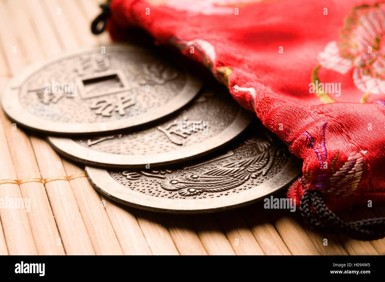 Il cinese Feng Shui monete per la ricchezza e il successo Immagini Stock