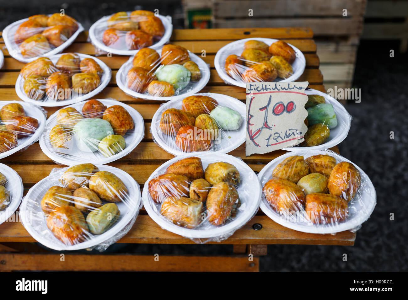 Fichidindia visualizzato sullo stallo a Ballarò Mercato, Palermo, Sicilia Immagini Stock