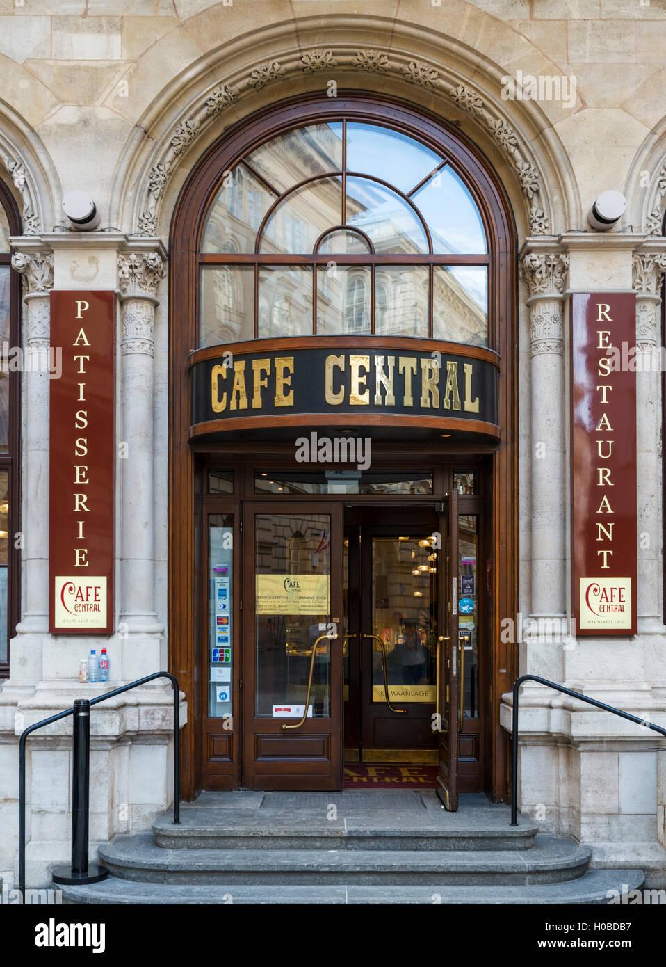 Il famoso Cafe Centrale sulla Herrengasse nella Innere Stadt, Vienna, Austria Immagini Stock
