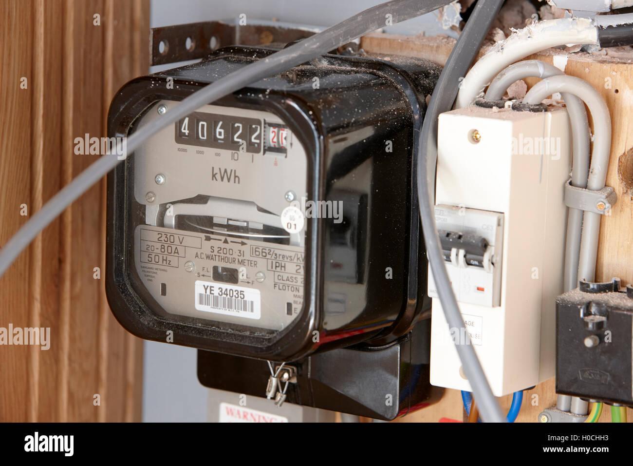 Vecchio stile ruota analogo contatore elettrico Foto Stock