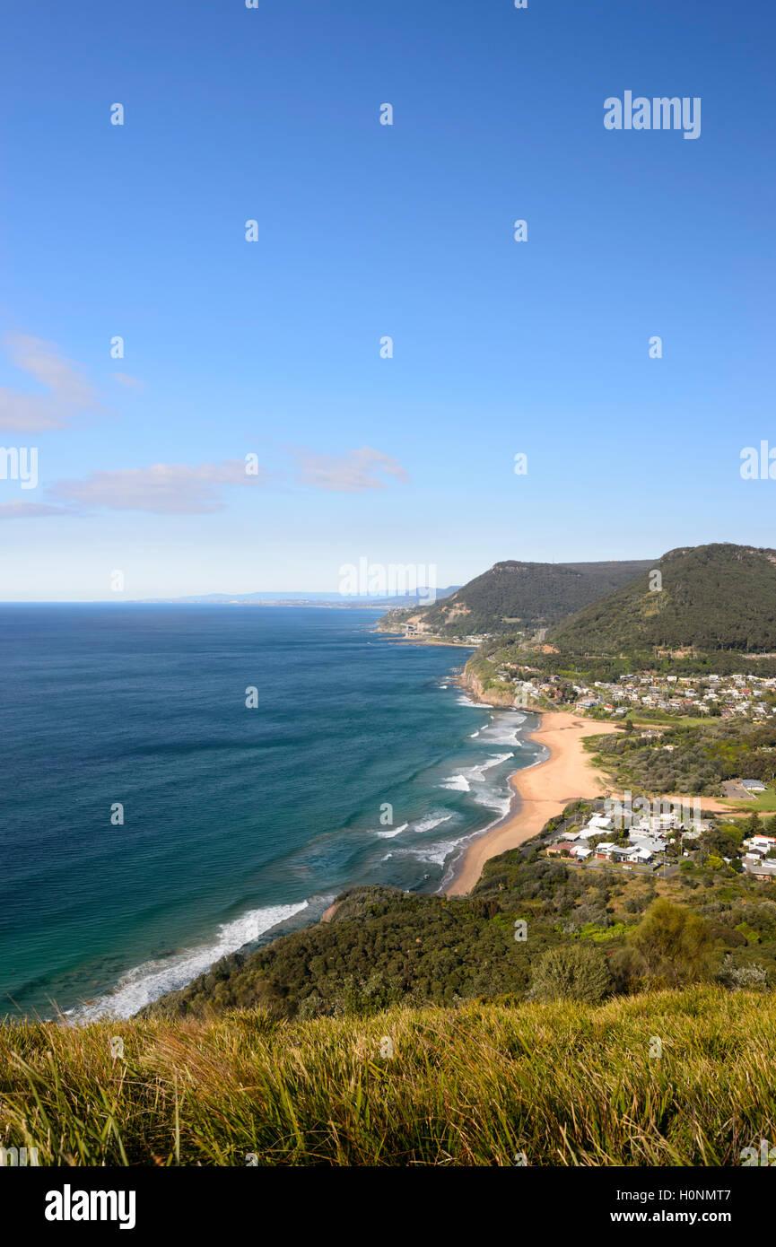Vista panoramica di Stanwell Park da Bald Hill Lookout, South Coast, Nuovo Galles del Sud, NSW, Australia Immagini Stock