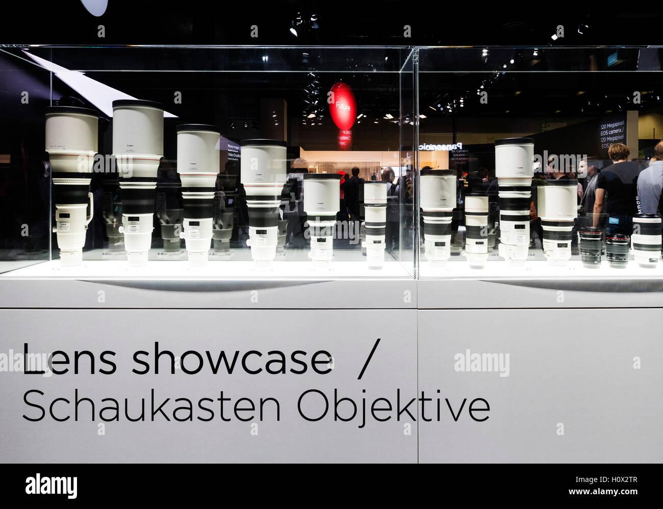Visualizzazione di Canon teleobiettivi a Photokina fiera a Colonia, in Germania , 2016 Immagini Stock