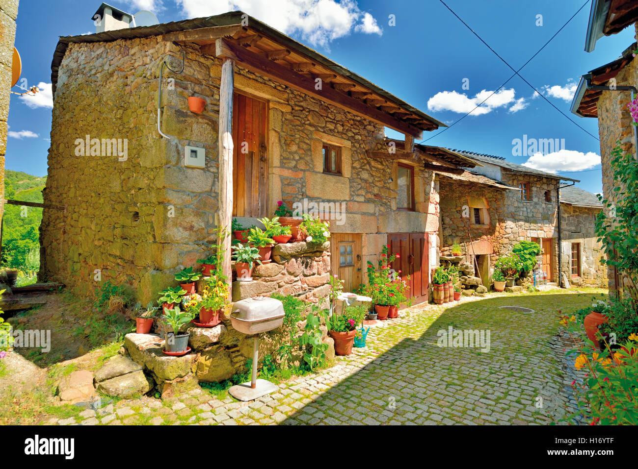 Case In Pietra Di Montagna : Un bellissimo villaggio di montagna case sono costruite di pietra