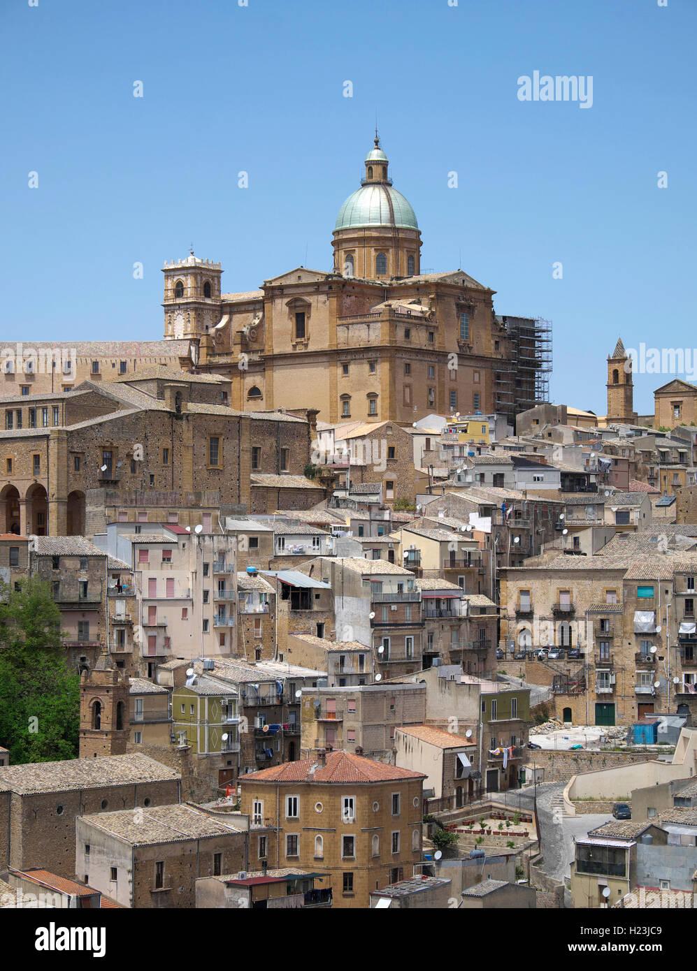 La cattedrale e il centro storico di Piazza Armerina, SICILIA, ITALIA Immagini Stock