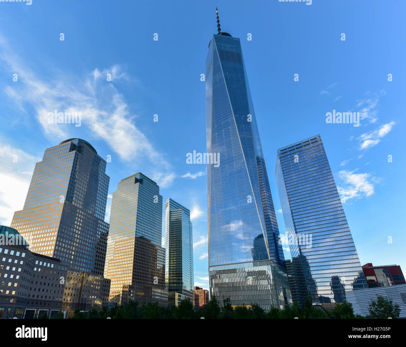 Vista dello skyline di New York City in un giorno d'estate. Foto Stock