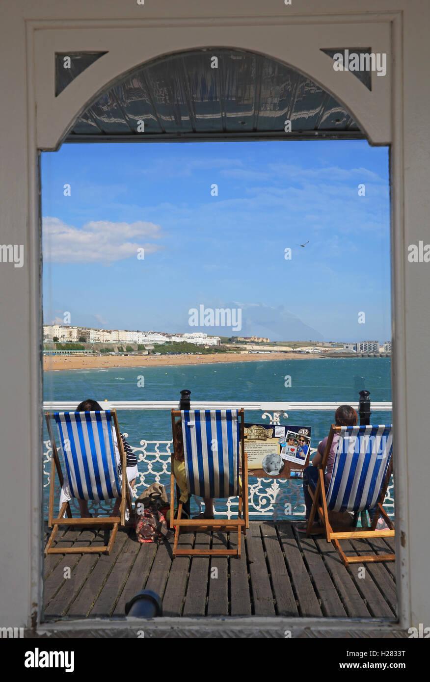 L'iconico Palace Pier, in Brighton, in una calda giornata estiva, in East Sussex, England, Regno Unito Immagini Stock