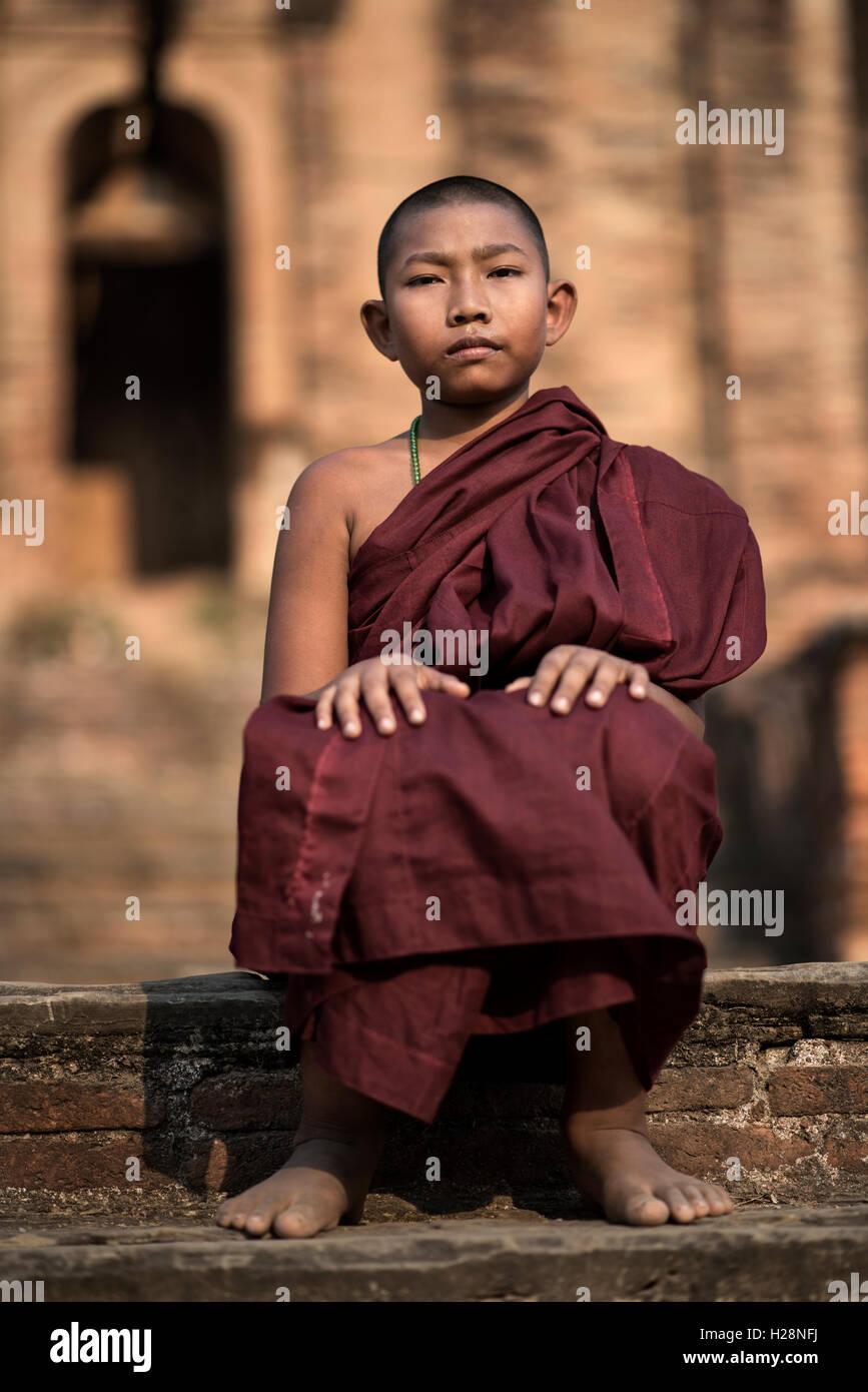 Ritratto di un giovane debuttante monaco buddista, Mingun Pagoda Mingun, Myanmar. Immagini Stock