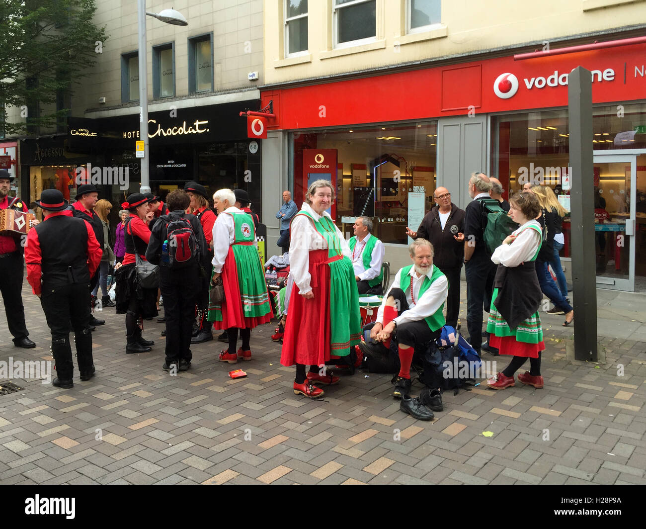 Morris ballerini ottenere pronto per eseguire, Albert street. a Nottingham, Inghilterra. Foto Stock