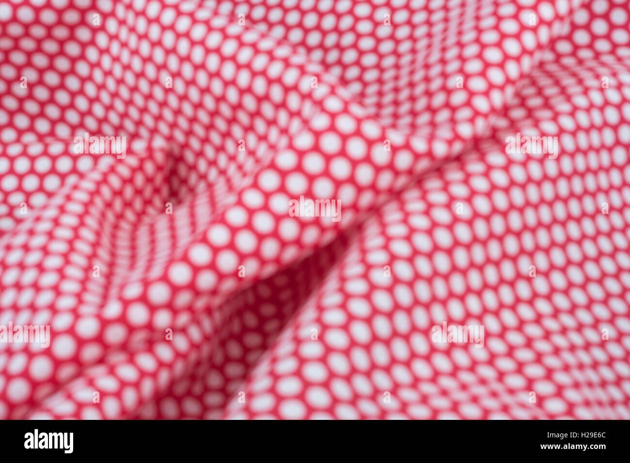 Abstract fuori fuoco rosso-bianco polka dot materiale. Concetto di 'International Dot giorno' e forse una personalità Foto Stock