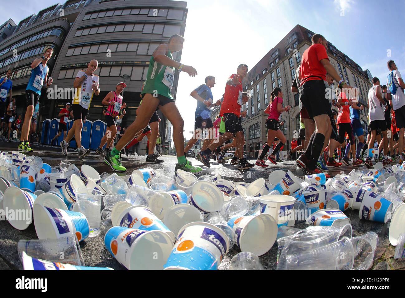 Berlino, Germania. Xxv Sep, 2016. atleti dilettanti durante la 43a edizione della Maratona di Berlino, tenutasi Immagini Stock