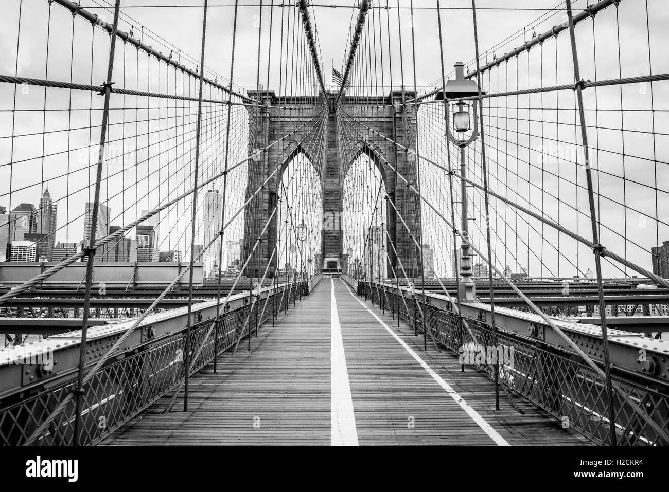 Manhattan Bridge, New York. In bianco e nero di architettura e punto di riferimento della fotografia. Fotografia Immagini Stock