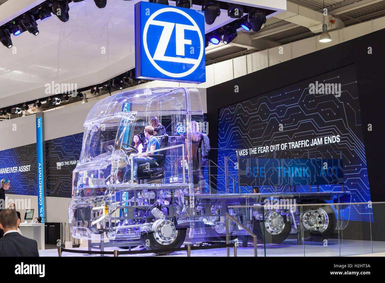 ZF Carrello acrilico futuristico concetto presso la IAA 2016 Immagini Stock