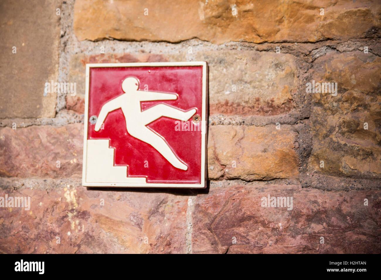 Prestare attenzione alle scale cartello di avviso Immagini Stock