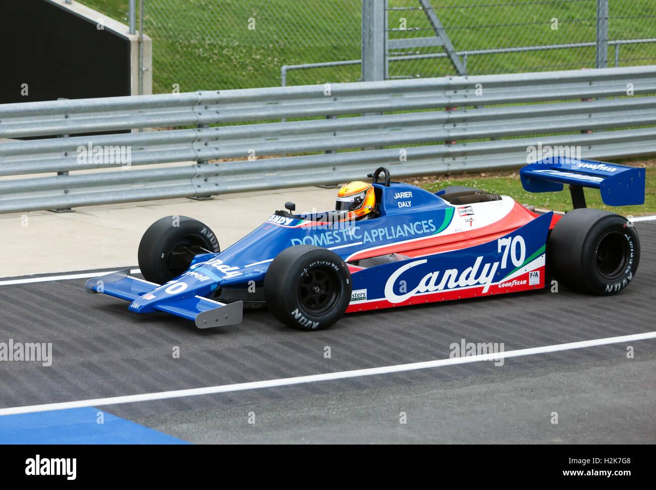 loic-deman-guida-un-1980-tyrrell-010-in-