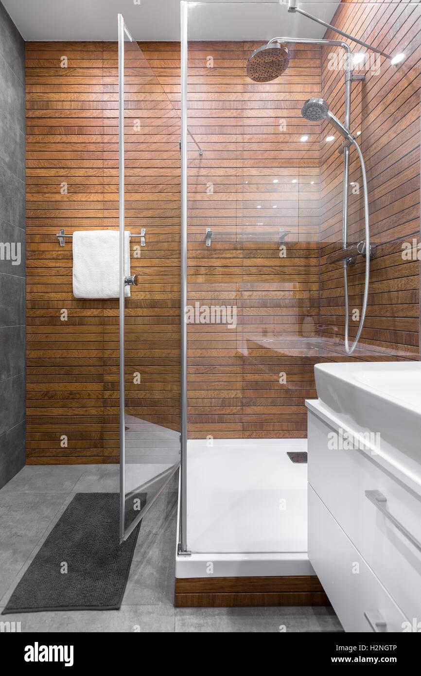 Sala Da Bagno Con Doccia.Luminosa E Spaziosa Stanza Da Bagno Con Doccia Foto