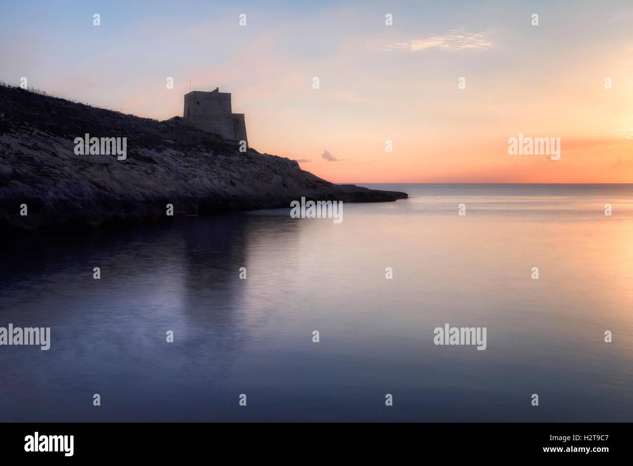 Baia di Xlendi, Torre di Xlendi, Gozo, Malta Immagini Stock