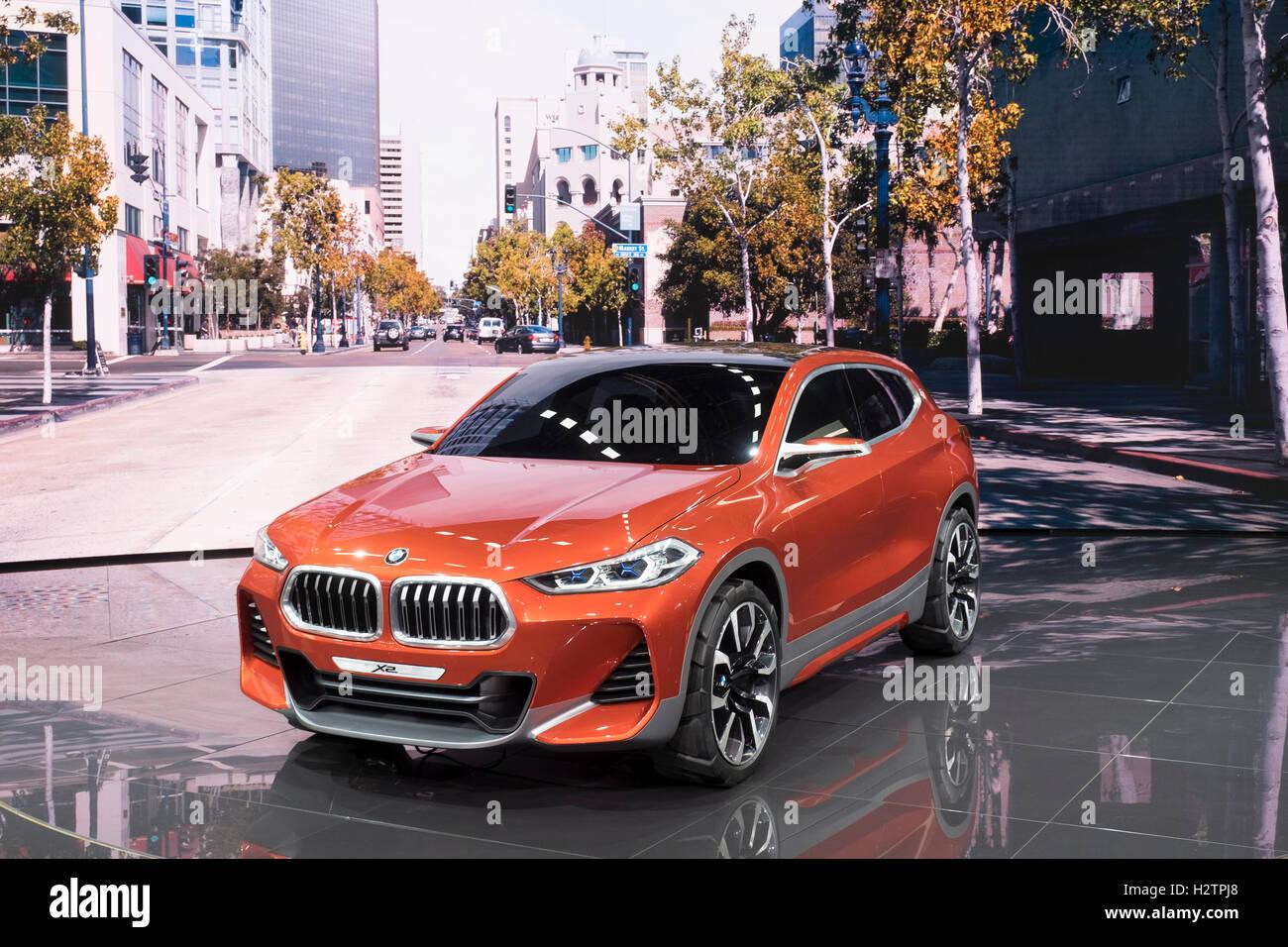 Vista della premiere mondiale di BMW X2 Concept SUV al Paris Motor Show 2016 Immagini Stock